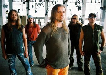d0c61db4318c Jedna z nejpopulárnějších tuzemských rockových skupin Kabát vydává novou  desku Dole v dole. Současně vyráží na české turné.